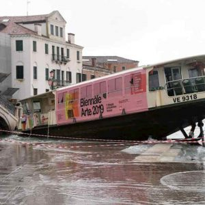 """Venezia, l'acqua alta fa danni record. Il sindaco Brugnaro: """"Centinaia di milioni di euro"""""""