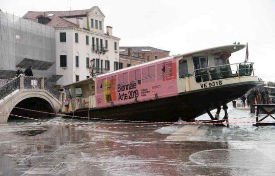 Venezia martirio e disastro: ecco le foto della città in ginocchio 02