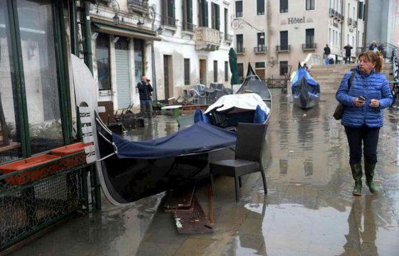 Venezia martirio e disastro: ecco le foto della città in ginocchio 03