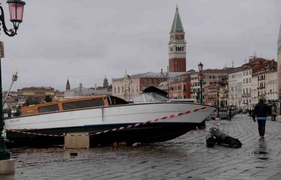 Venezia martirio e disastro: ecco le foto della città in ginocchio 06