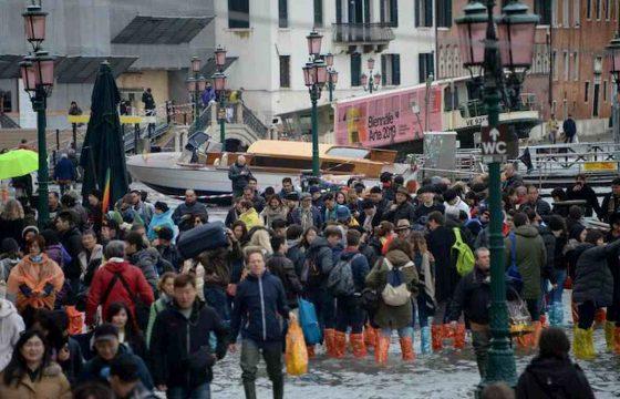 Venezia martirio e disastro: ecco le foto della città in ginocchio 08
