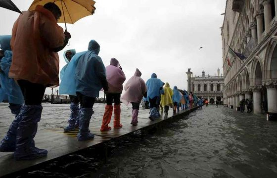 Venezia martirio e disastro: ecco le foto della città in ginocchio 10