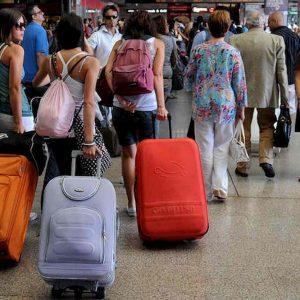 Treni, aerei, bus a Natale per il Sud: prezzi raddoppiati o triplicati