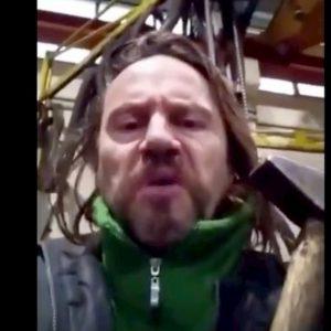 """Davide Fabbri il vichingo, video sui social: """"Mille euro a chi sodomi*** un giornalista antifascista"""""""