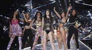 Victoria's Secrets, addio alla sfilata show di Natale dopo le critiche