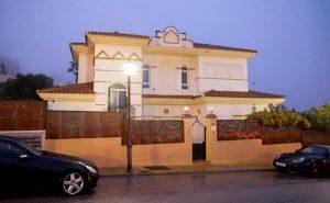 Costa del Sol, uomo inglese ucciso davanti alla sua villa: forse omicidio legato alla droga
