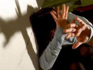 """Barcellona, in 5 violentarono a turno 14enne: pena ridotta perché lei era """"incosciente"""""""
