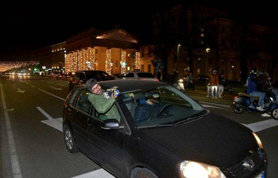 Atalanta agli ottavi di Champions, la festa dei tifosi a Bergamo FOTO