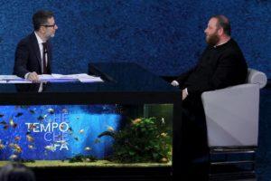 """Che tempo che fa, don Carmelo La Magra, parrocco di Lampedusa: """"Ho fatto piangere il Papa"""""""