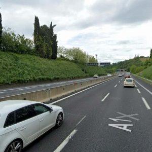 Firenze, turista in bici scambia corsia d'emergenza A1 per una pista ciclabile
