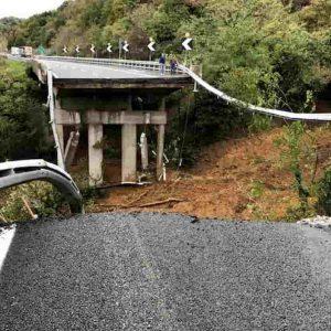 Genova e Liguria dopo il crollo del viadotto A26: asfissia da frane, risorge il Morandi ma non basta