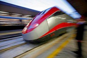 Alta Velocità in Italia scoppia di treni: più ritardi. Linea e stazioni non reggono traffico
