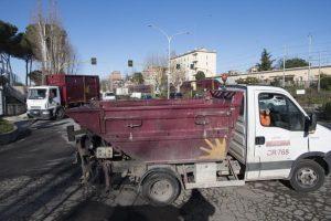 Roma, pedone investito da un camion dei rifiuti dell'Ama