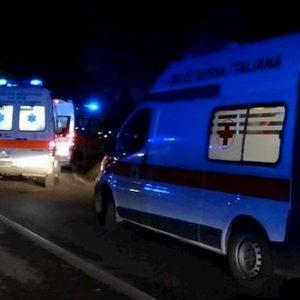 Anguillara Sabazia (Roma), auto contro un albero: morta una ragazza di 20 anni