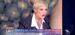 """Live Non è la d'Urso, Asia Argento contro Cruciani: """"Non ti sputo in faccia solo perché..."""""""