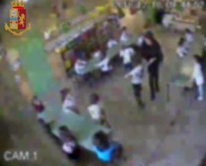 Udine, due maestre sospese per 8 mesi: insulti, botte e umiliazioni ai bimbi dell'asilo