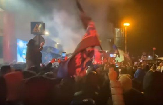 Atalanta, l'accoglienza dei tifosi all'aeroporto dopo la storica impresa VIDEO