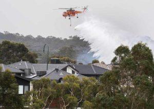 Australia, altri due morti negli incendi. Quattromila persone in fuga nelle spiagge