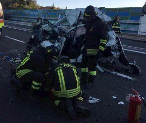Sestri Levante, incidente su A12: auto contro tir, muore 48enne