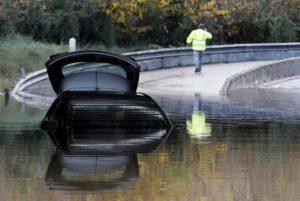Maltempo, padre e figlia salvati dai carabinieri a Sestu: l'auto era rimasta sommersa dall'acqua