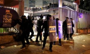 Barcellona-Real Madrid, 12 feriti negli scontri tra indipendentisti e polizia