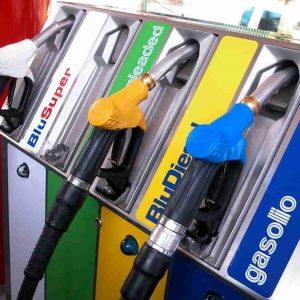 Benzina, nuovi aumenti dal 2021 con la manovra