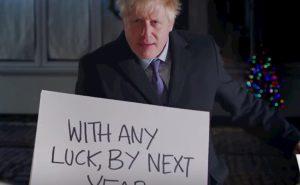 Brexit, Boris Johnson fa la parodia di Love Actually. E Hugh Grant lo prende in giro VIDEO