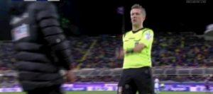 Fiorentina-Roma, follia al Franchi: lanciato un bullone in campo dopo gol Pellegrini