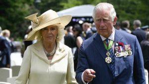 Carlo principe reggente a breve ma solo se divorzia da Camilla. Le condizioni di Elisabetta