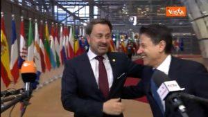 Conte e la simpatica gag col premier del Lussemburgo a Bruxelles VIDEO