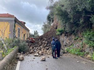 Maiori (Salerno), 10 famiglie sgomberate per una frana in Costiera Amalfitana