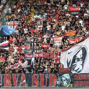 Bologna, rissa tra tifosi del Milan per una maglietta: un accoltellato, operato d'urgenza