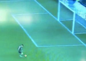 Parma-Brescia, Donnarumma sbaglia gol impossibile a porta vuota