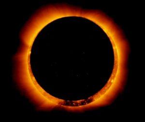 Eclissi solare anulare, milioni di persone in tutto il mondo a guardare l'anello di fuocoin cielo VIDEO