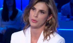 Elisabetta Canalis ospite a Domenica In: il padre, Striscia la Notizia, la fuga dall'Italia...