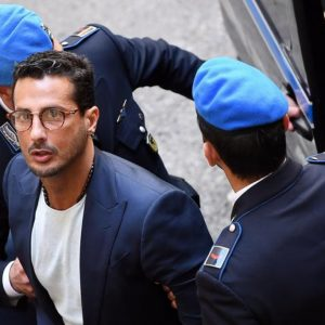 Fabrizio Corona fuori dal carcere: ora casa di cura per tossicodipendenti