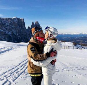 Chiara Ferragni e Fedez, foto sulla neve. E Caterina Balivo commenta in napoletano