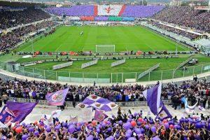 Fiorentina, minaccia di darsi fuoco al campo di allenamento: interviene Barone