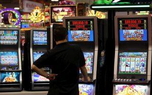 Giochi: troppe tasse per gestori e per chi vince. Proibizionismo crea allerta illegalità