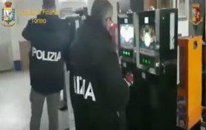 Gioco illegale, sequestrate centinaia di slot in tutta Italia. Il proibizionismo aumenta l'illecito