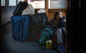 Greta Thunberg seduta per terra sul treno in Germania: battibecco con le ferrovie tedesche