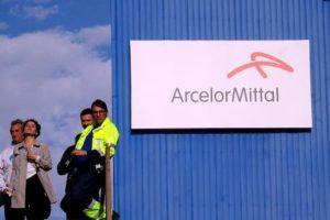 """Ex Ilva, accordo tra ArcelorMittal e i commissari. Sindacati: """"Non si decide senza lavoratori"""""""