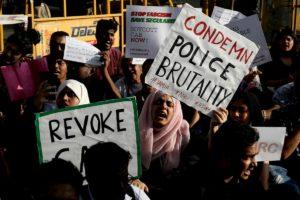 India, proteste contro la legge sulla cittadinanza che esclude i musulmani: 6 morti, centinaia di arresti