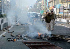 India, rivolta contro la cittadinanza che discrimina i musulmani. Oscurato Internet, telefoni senza campo