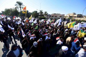 Iraq, migliaia di manifestanti assaltano ambasciata Usa a Baghdad
