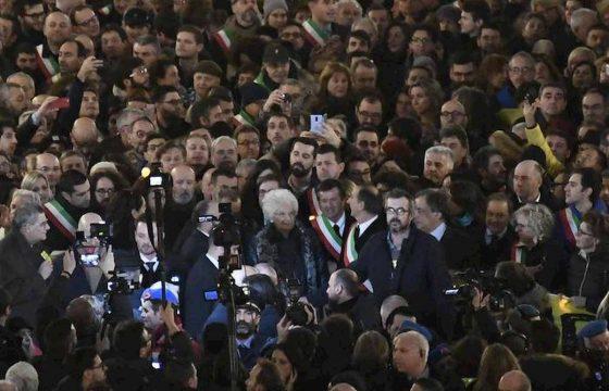 Milano, 600 sindaci in marcia per Liliana Segre 03