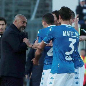 """Brescia-Lecce, Liverani contro Balotelli: """"Sono nero, mai subito un buu razzista. Balotelli fa il furbino e strumentalizza..."""""""