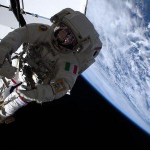 Luca Parmitano, passeggiata spaziale più dura per Ams finisce prima del previsto