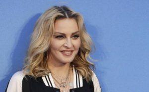 """Madonna sta male e ferma il tour: """"E' il momento di dare retta al mio corpo"""""""
