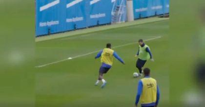 Messi, prodezza in allenamento: dribbling, palla nascosta e pallonetto VIDEO